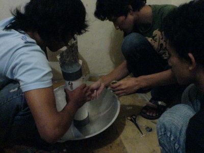 Memasang Alumunium Foil