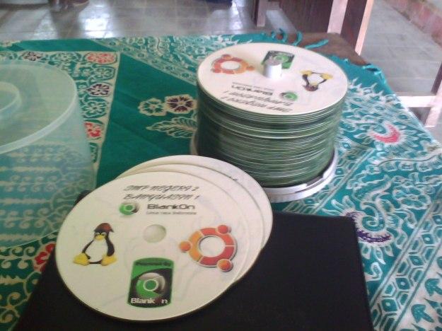 CD Linux BlankOn yang Dibagikan untuk Peserta